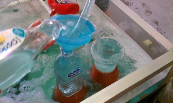 http://exploringtheoutdoorclassroom.blogspot.com.au/2012/05/science-lab.html